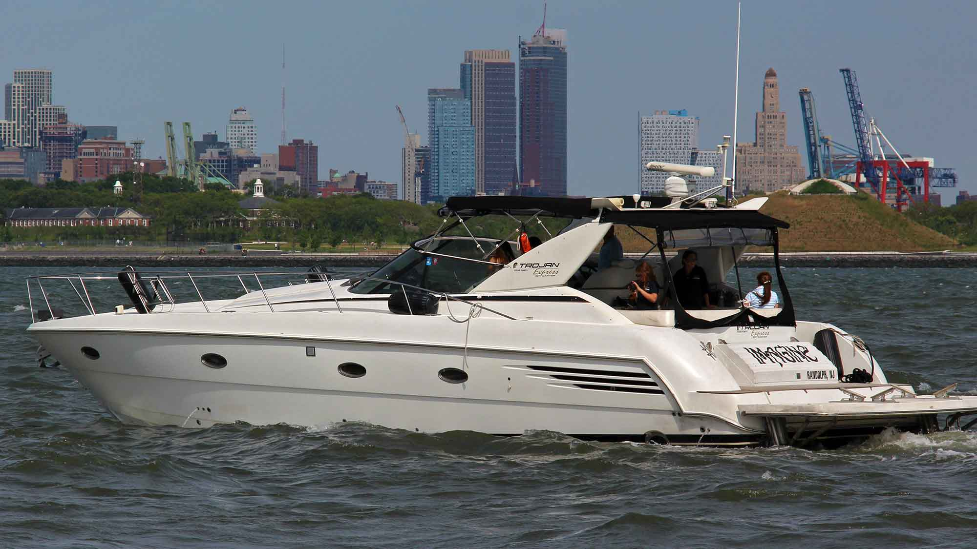Motor Yacht in NYC